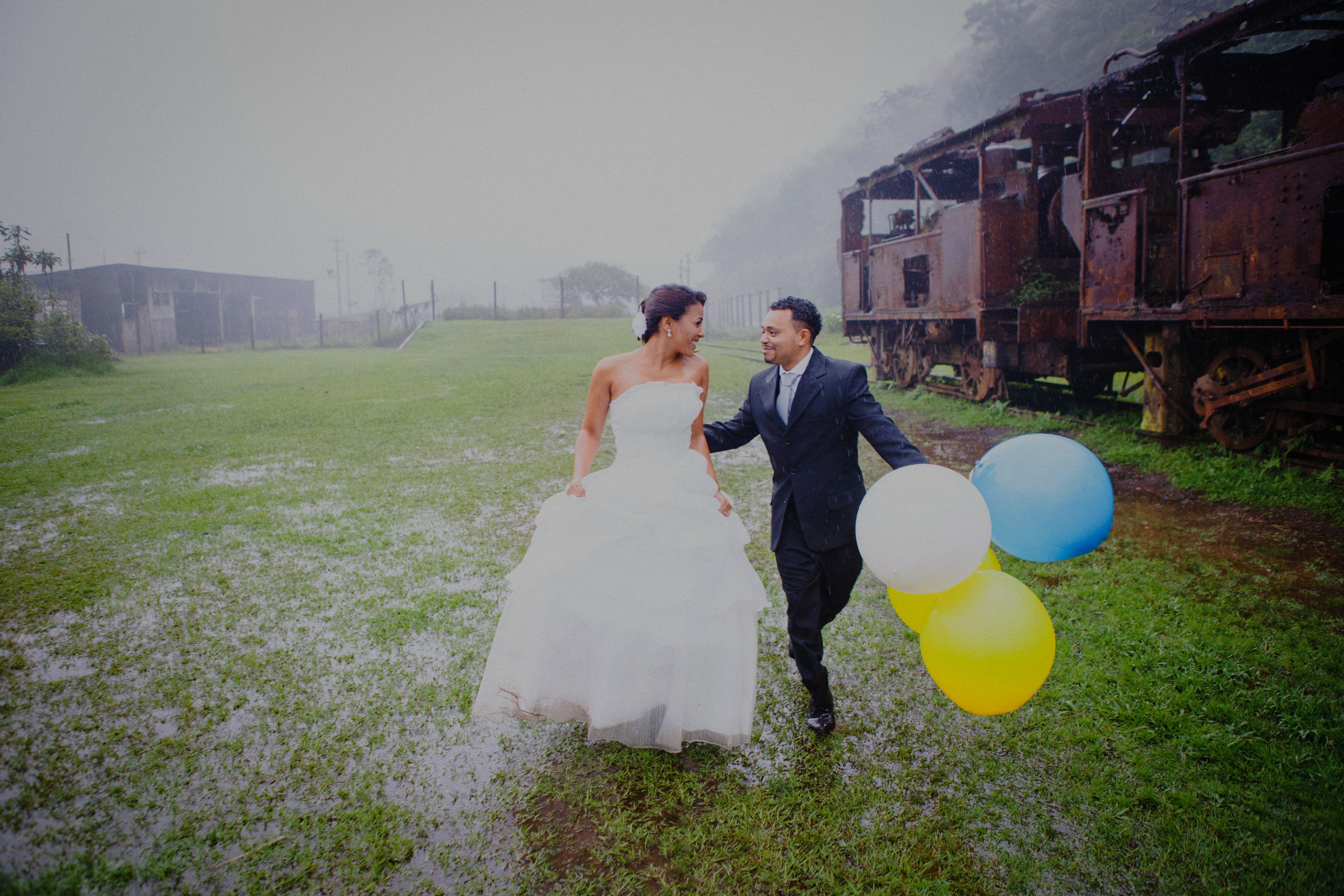 Trash the dress, na chuva, em Paranapiacaba ;)