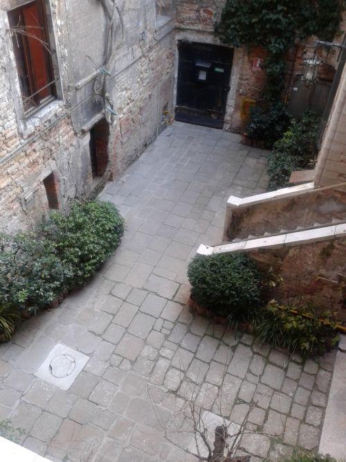 Cortile interno a Palazzo Fortuny.