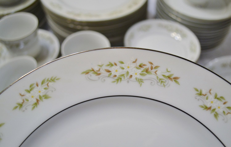 International Silver Springtime Dinnerware Set Service For 12 Floral Design 326 Made In Japan Panchosporch Dinner Plate Sets Dinnerware Set Floral Design