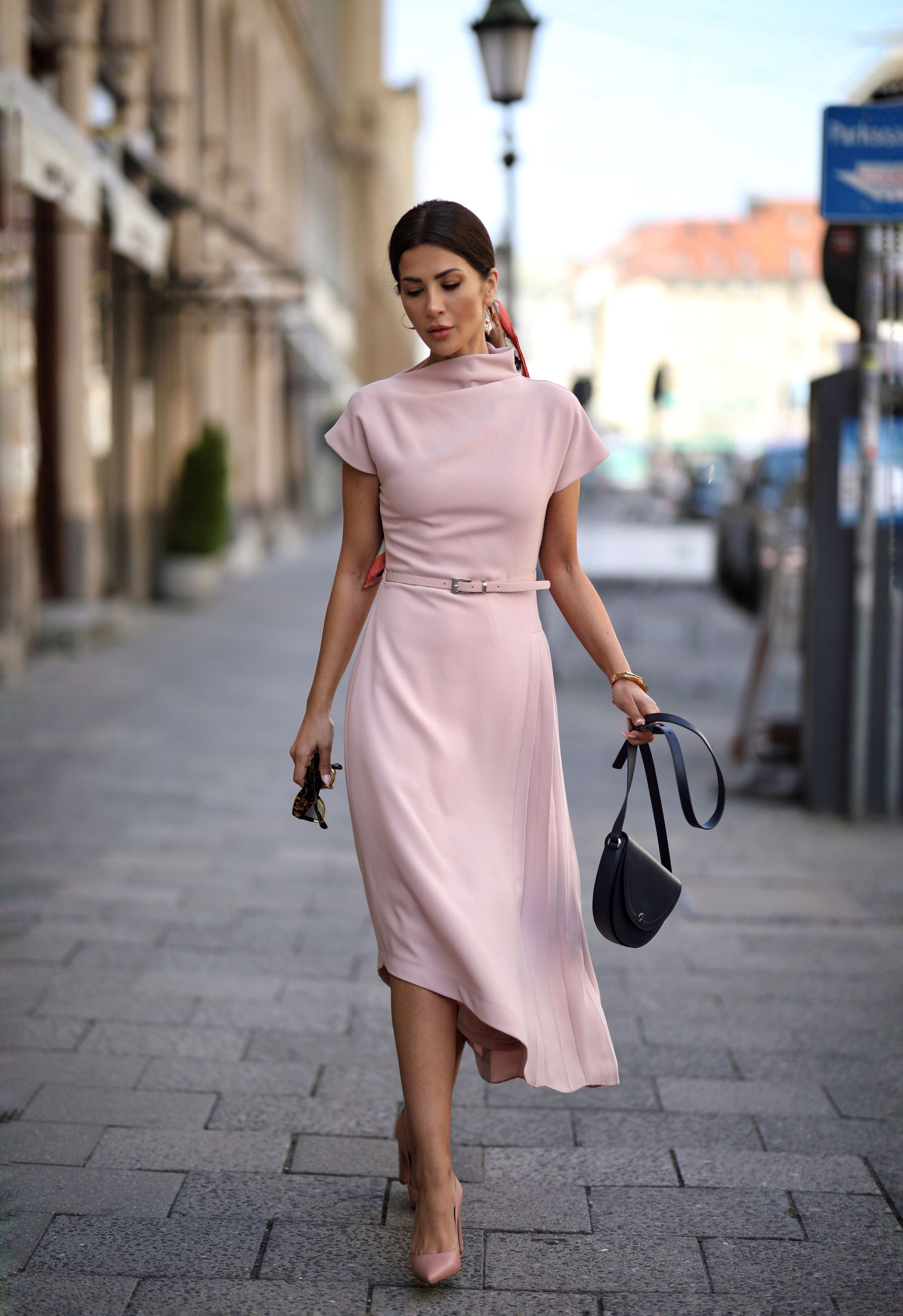 Kleid mit Stehkragen l MADELEINE Mode  Kleid mit stehkragen