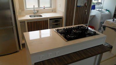 Bel Taglio , cortes especiais em porcelanato.: Bancada cozinha com ilha e cooktop. Porcelanato, Portinari Diamante Flash