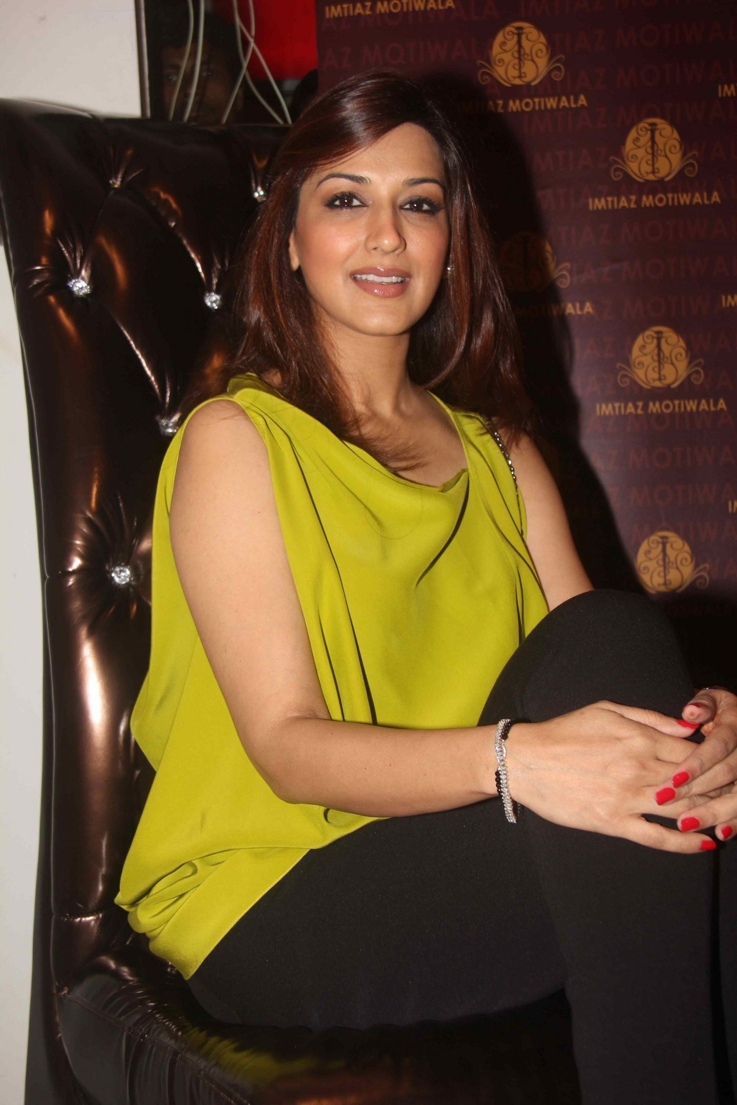 indian hair styles for sonali bendre with top and wallpaper and photo 3477