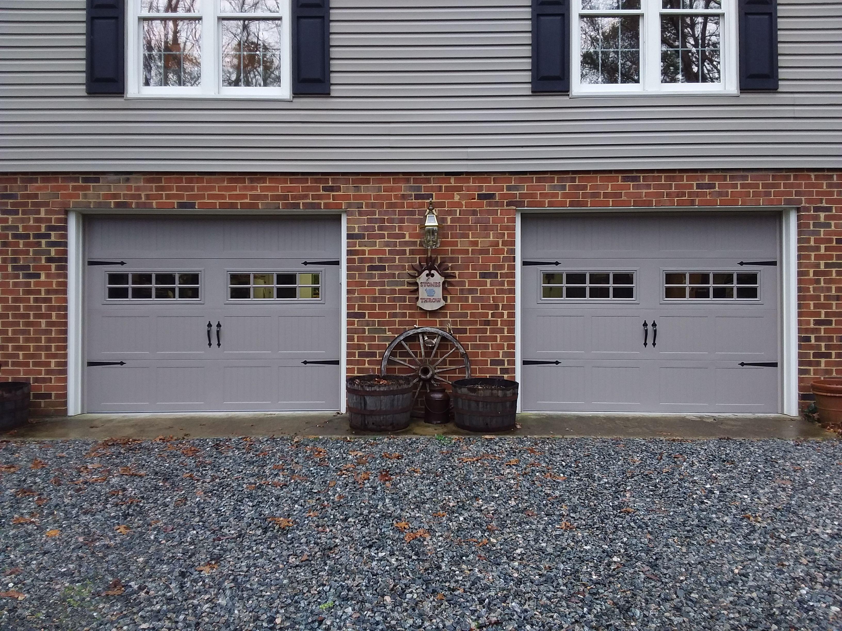 Stamped Steel Insulated Carriage House Model 5251 Teamappledoor In 2020 Garage Doors Doors Outdoor Decor