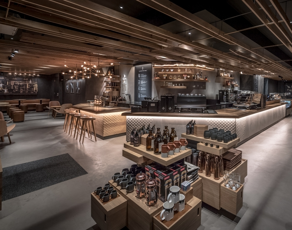 Starbucks Reserve Coffee Takes Center Stage In New York In 2020 Coffee Shop Decor Modern Coffee Shop Starbucks Reserve