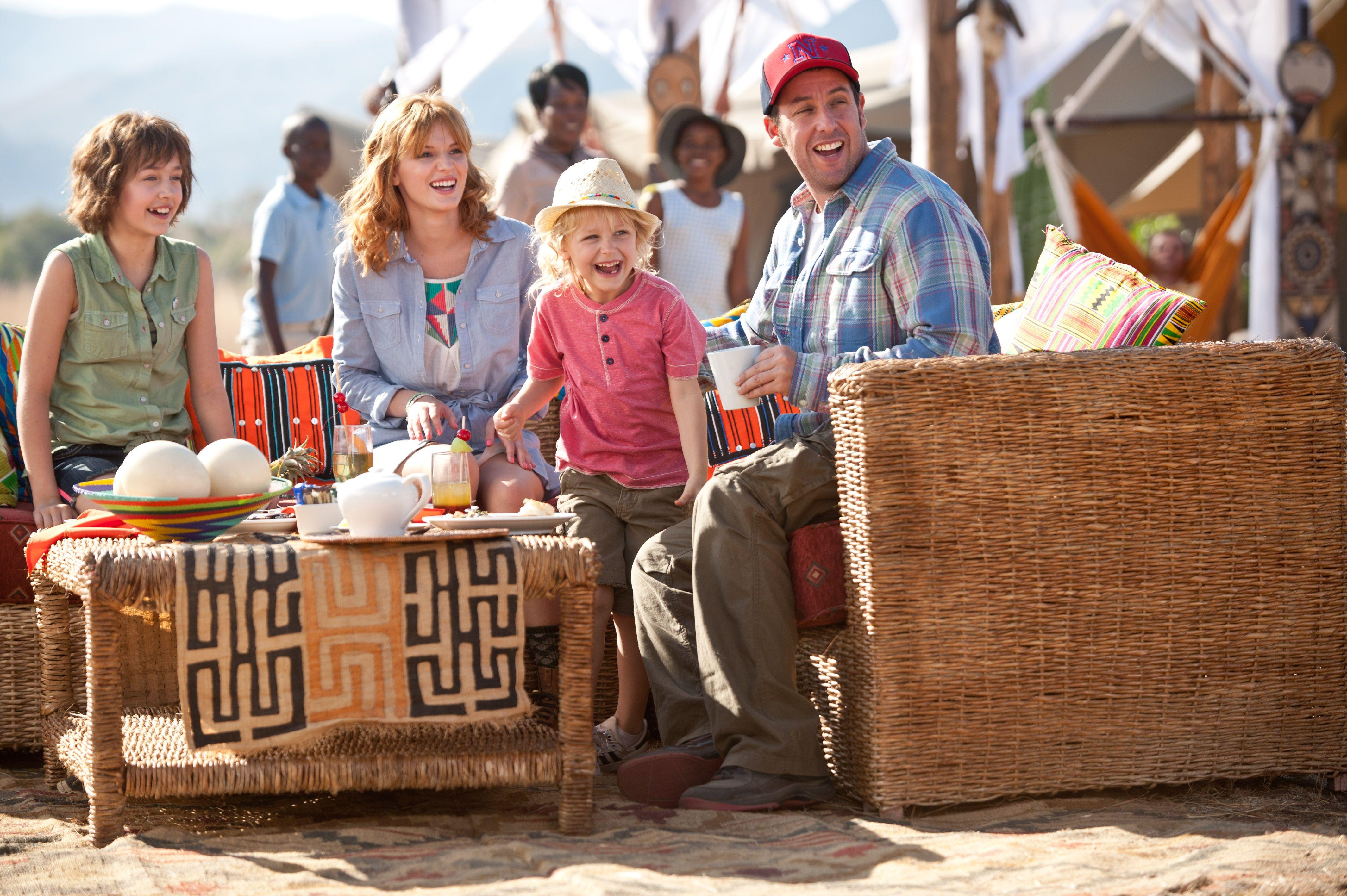 Jim (Adam Sandler) es un padre viudo que tiene que hacerse cargo de sus 3 hijas y está un poco perdido. Descubre cómo acaba en #JuntosYrevueltos, una comedia para toda la familia.