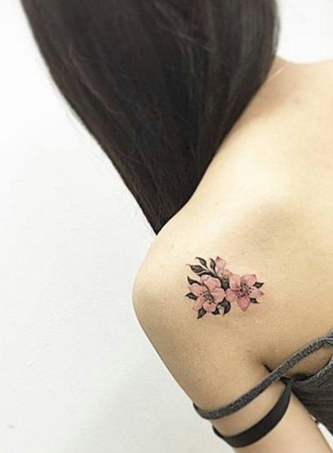 Small Flower Detail On Shoulder Flower Tattoo Shoulder Small Shoulder Tattoos Shoulder Blade Tattoo
