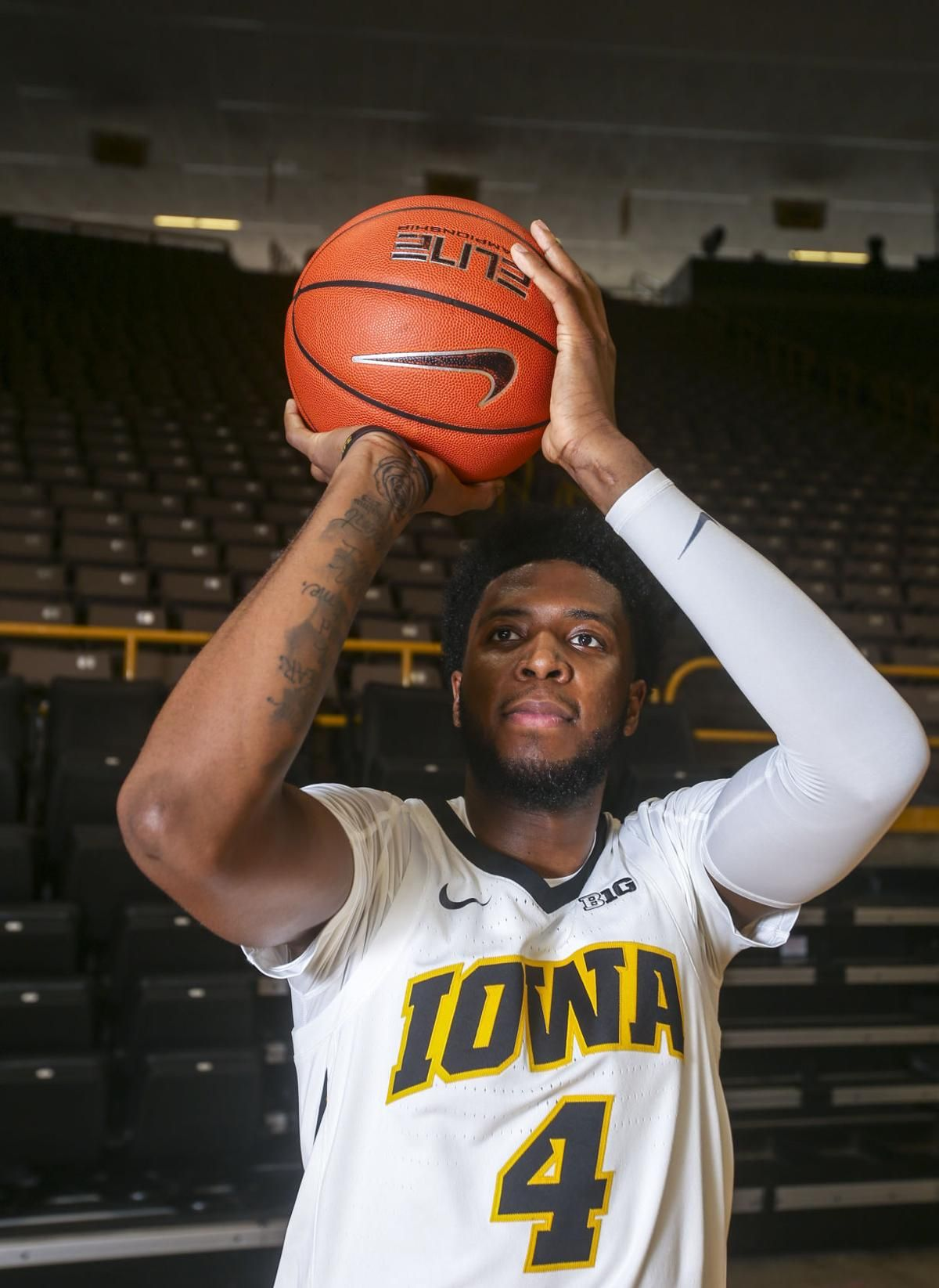 Hawkeyes' Moss returns to Minnesota as more complete