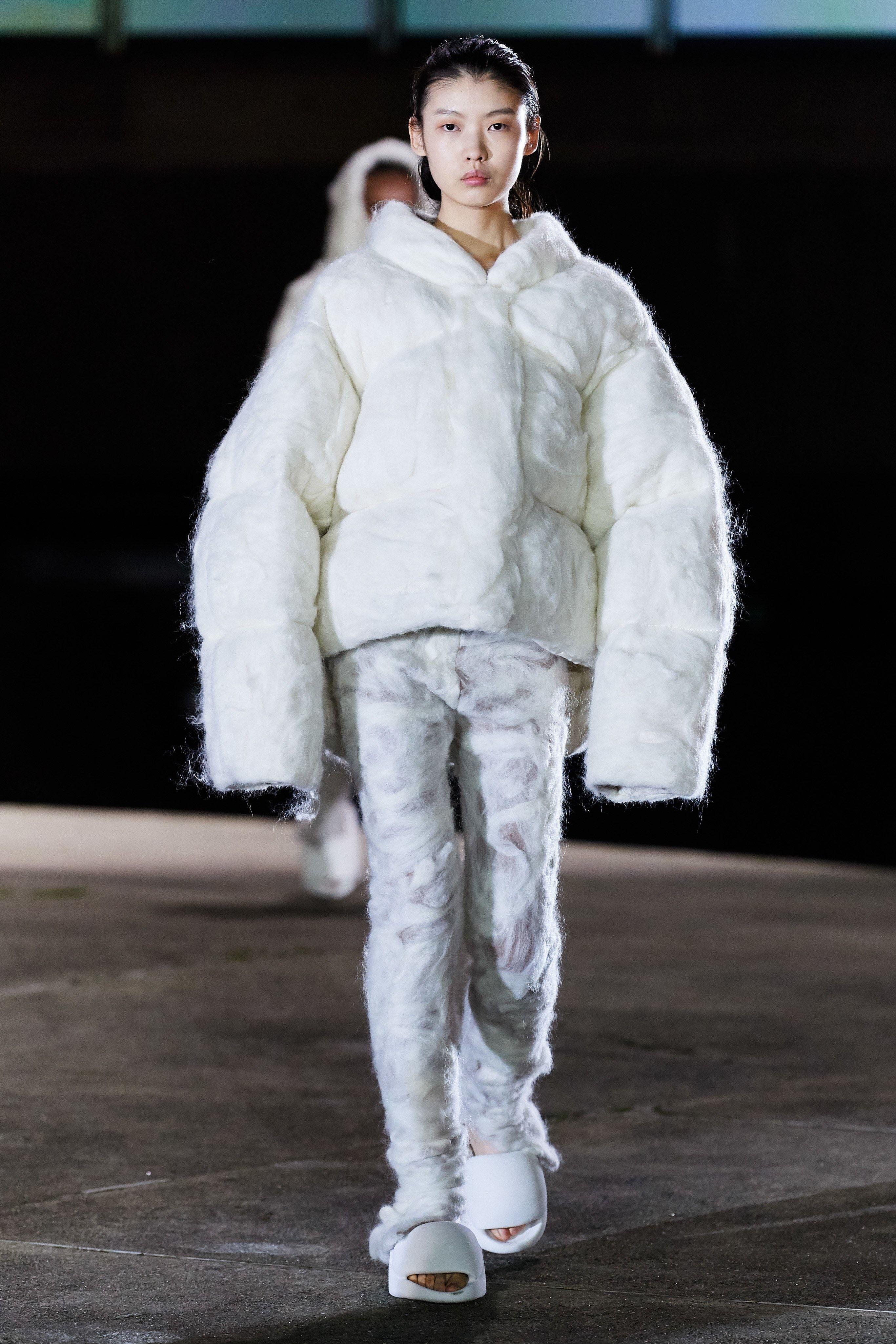 Yeezy Fall 2020 Ready To Wear Fashion Show In 2020 Yeezy Fashion Show Yeezy Yeezy By Kanye West
