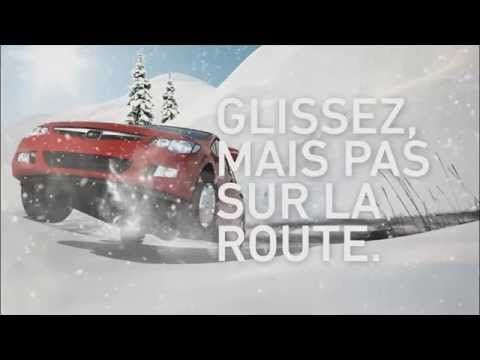 Animation 3D d'une voiture glissant sur une pente. Idée qui exploite la thématique « Glissez, mais pas sur la route ».