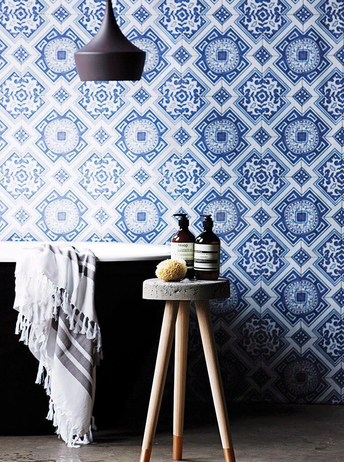 Noir, bleu océan et blanc : Une association parfaite pour la salle ...