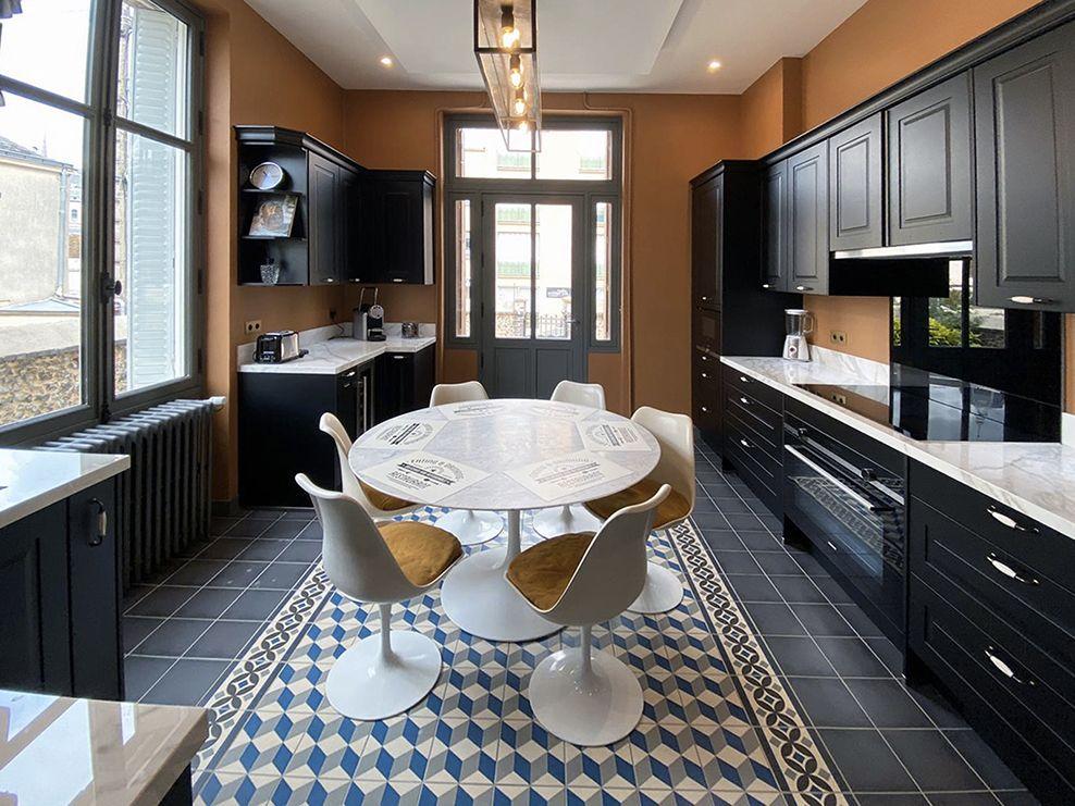 Showroom Mis En Demeure Paris 27 Rue Du Cherche Midi 75006 Paris Www Misendemeure Com Home French Chic Furniture