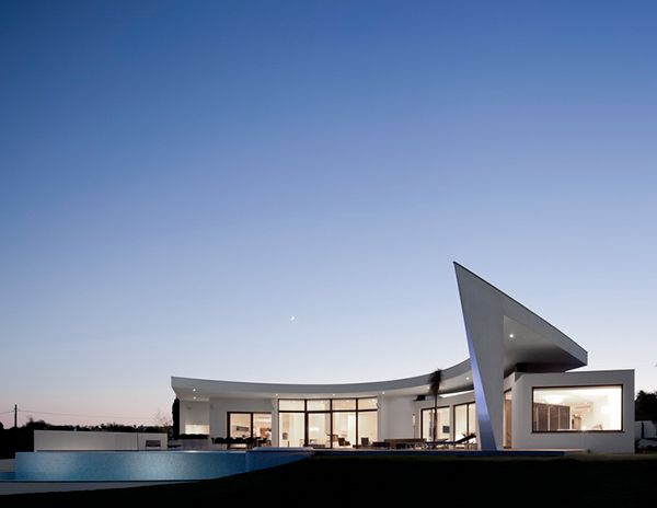 Curved Wall Architecture Framing Outstanding Views | Pinterest ...