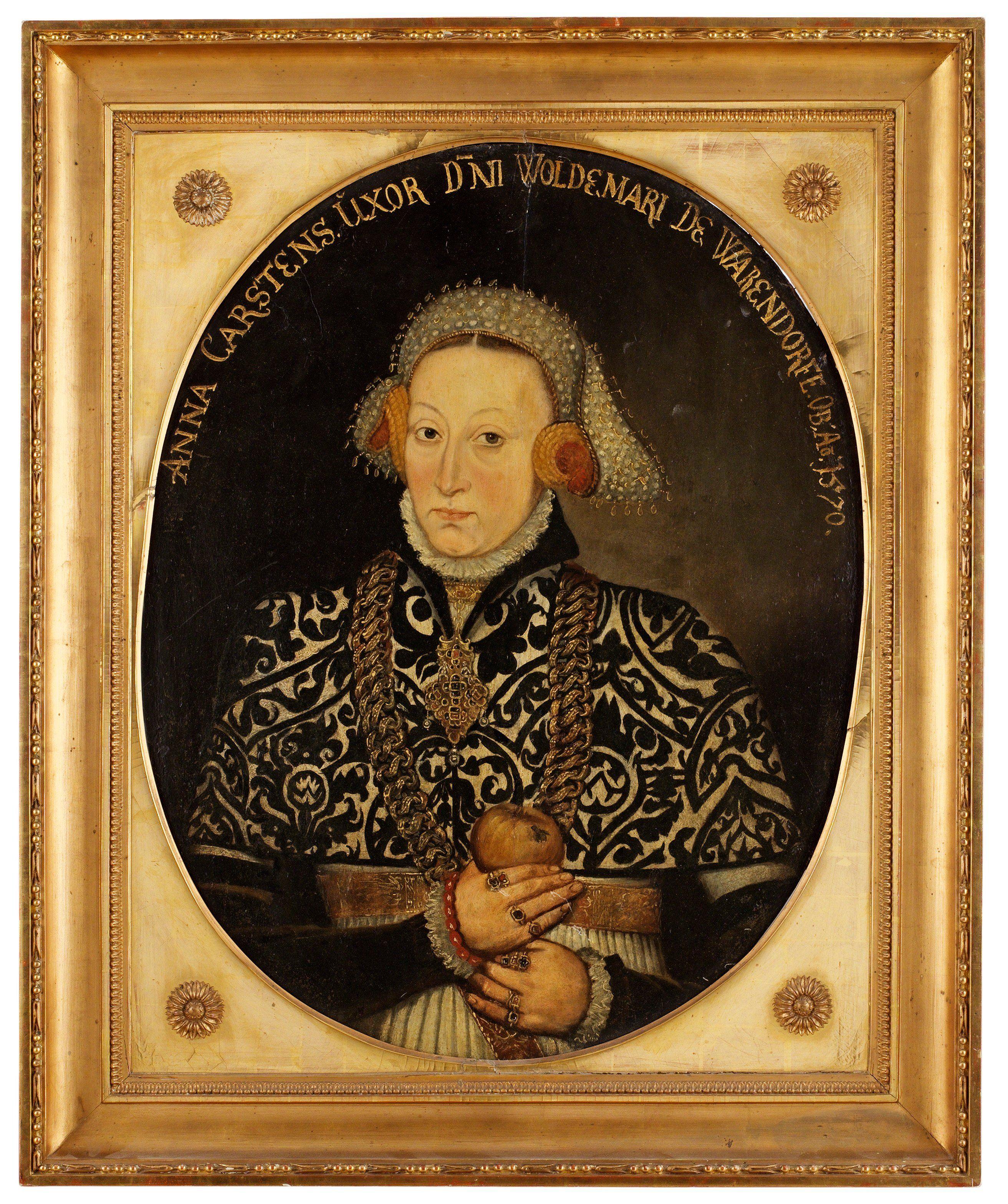 """Okänd konstnär 1500-tal """"Anna Carstens uxor dni Woldemari de Warendorfe Ob Ao 1570"""".    Pannå, oval 75 x 58 cm. Förgylld och bronserad sengustaviansk ram.  http://www.bukowskis.com/auctions/556/231-okand-konstnar-1500-tal-anna-carstens-uxor-dni-woldemari-de-warendorfe-ob-ao-1570?category[]=97"""