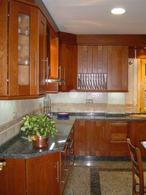 Cocina de roble en color cerezo encimera de granito for Granito encimera cocina colores