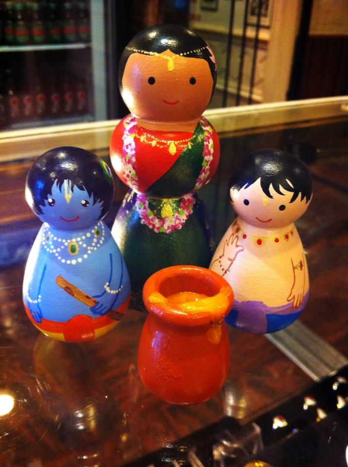 I can't wait to make these, my son loves his ramayan peg dolls!