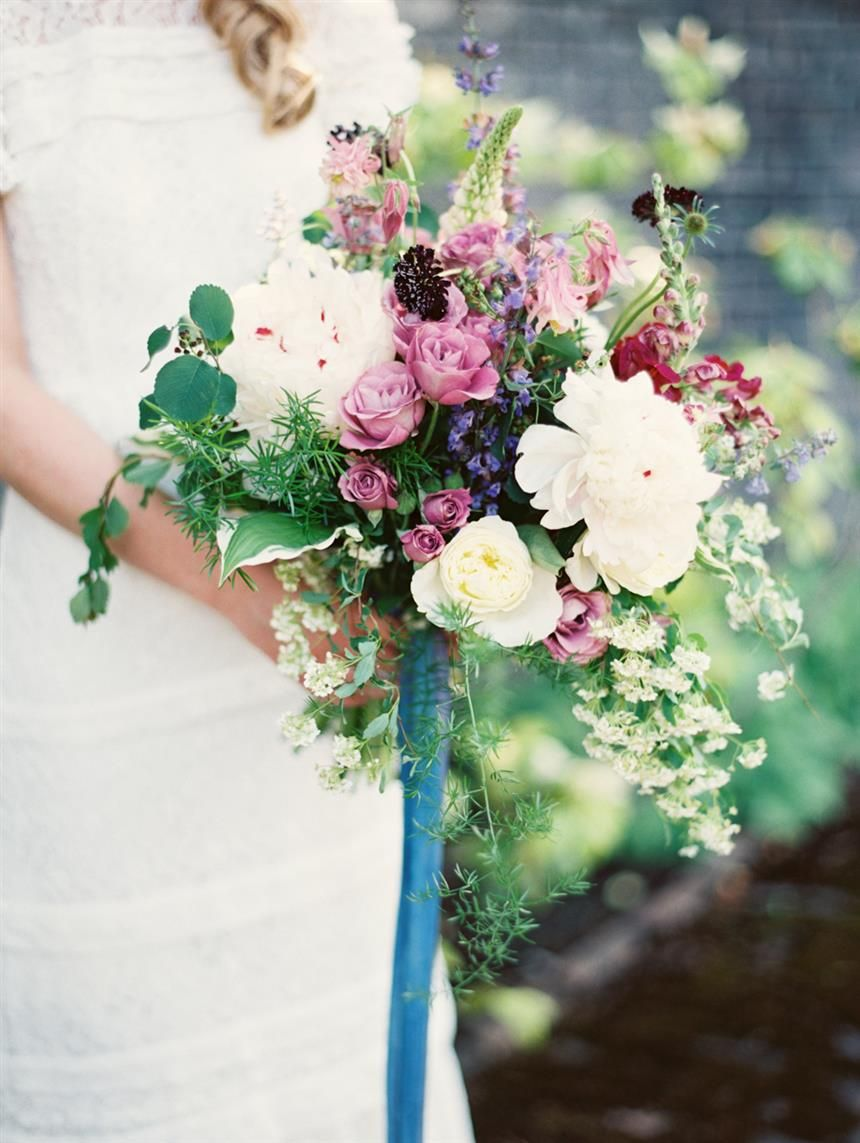 The Most Beautiful Spring Bridal Bouquets