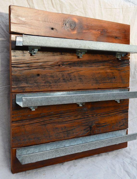Amoblamiento cocina especiero de madera reciclada casas for Amoblamiento para bares