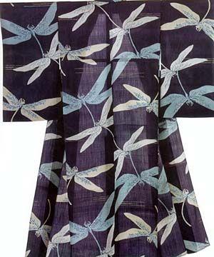 Tonbo (蜻蛉) / dragonfly. Summer / autumn (if paired with one of the seven grasses or the full moon). Common pairings: geometric motifs (e.g. ichimatsu, shima, yabane); water (e.g. aki no mizu, kyokūsui, ryūsui); tsuki; seven autumn grasses.