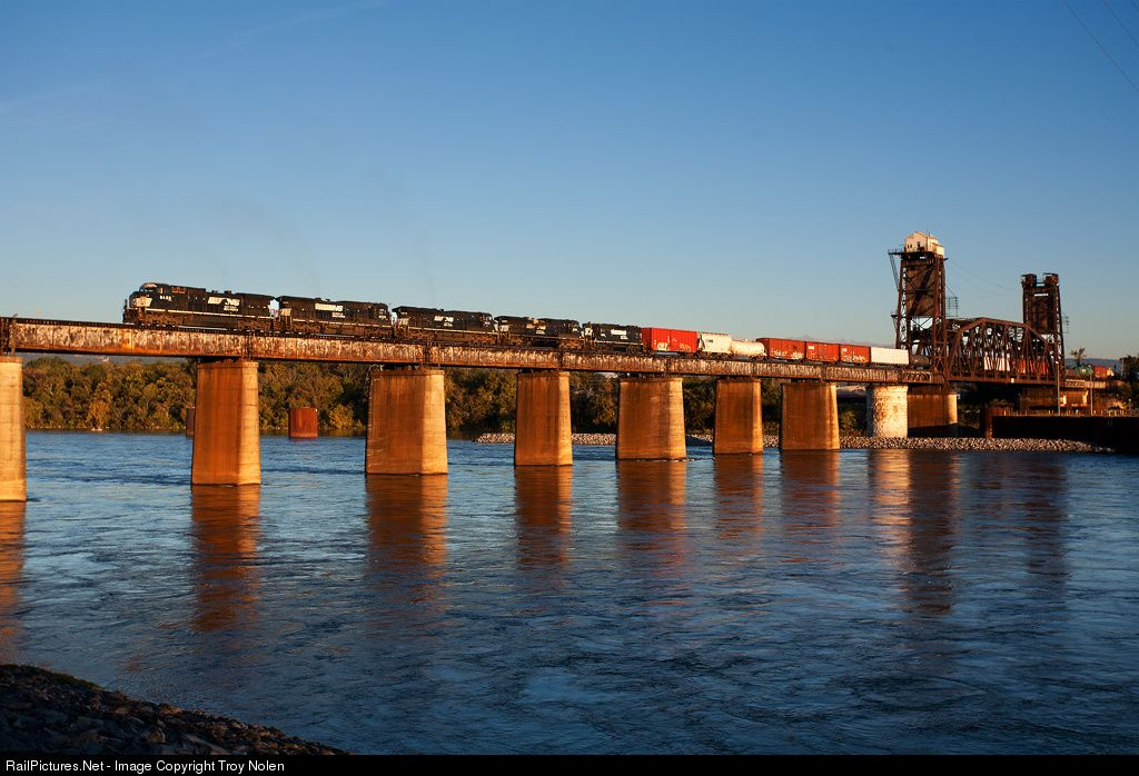 RailPictures.Net Photo: NS 8428 Norfolk Southern GE C40-8W (Dash 8-40CW) at Tennbridge, Tennessee by Troy Nolen
