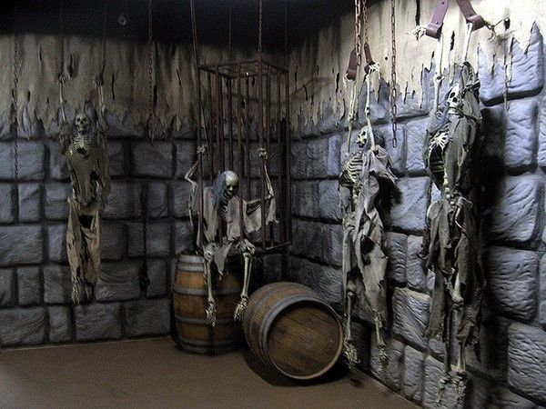 Dungeon haunted house ideas