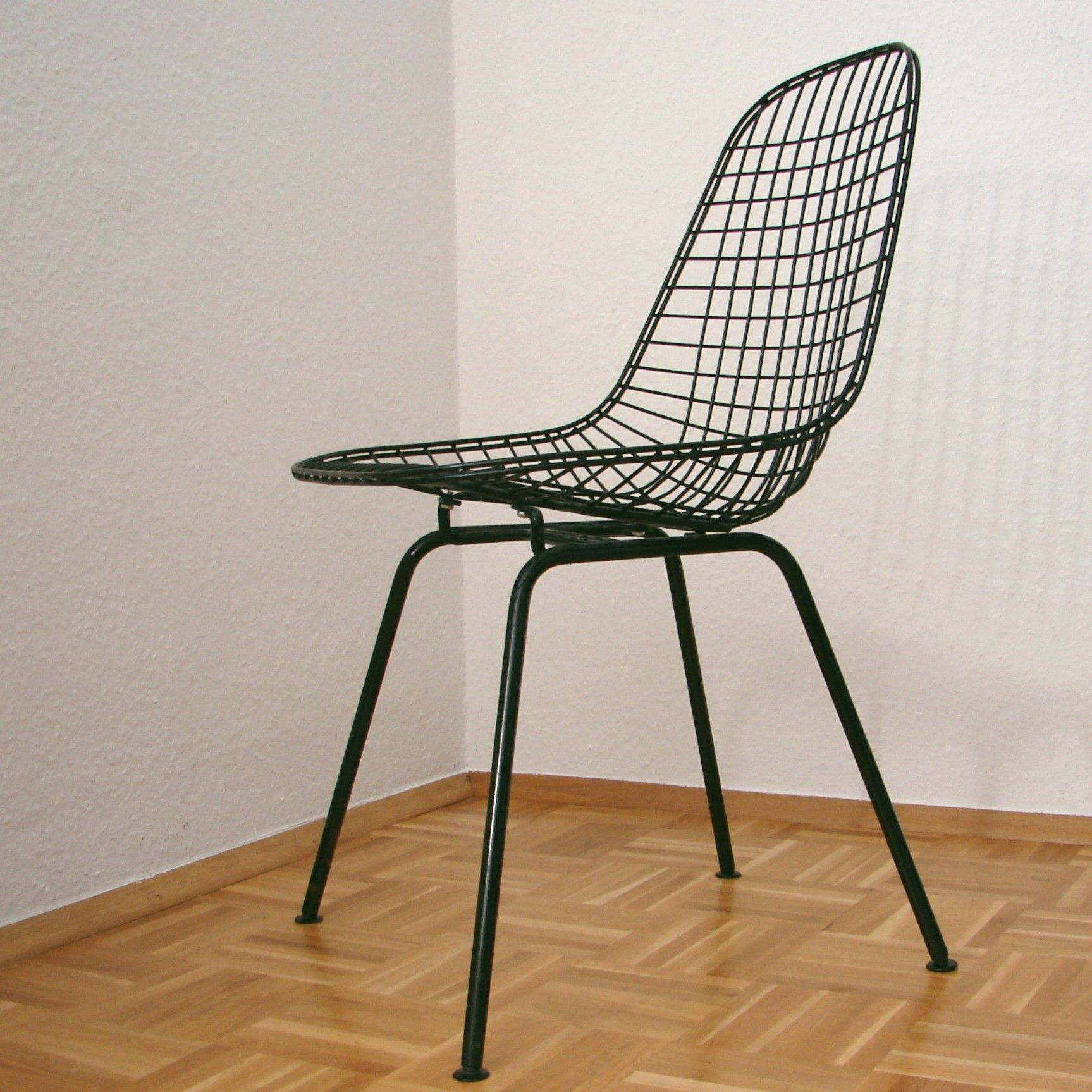 Eames sedie gallery of eames wire chair dkx blackblack for Eames stuhle outlet