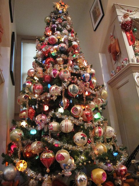Vintage Christmas tree & ornaments. #vintage #retro #christmas #tree # ornaments #kitsch #shinybrite #decor - NYC N JERSEY JINGLES XMas Pics 2010 218 Christmas Pinterest