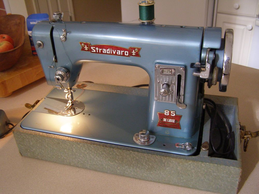 vintage stradivaro 85 deluxe sewing machine vintage. Black Bedroom Furniture Sets. Home Design Ideas