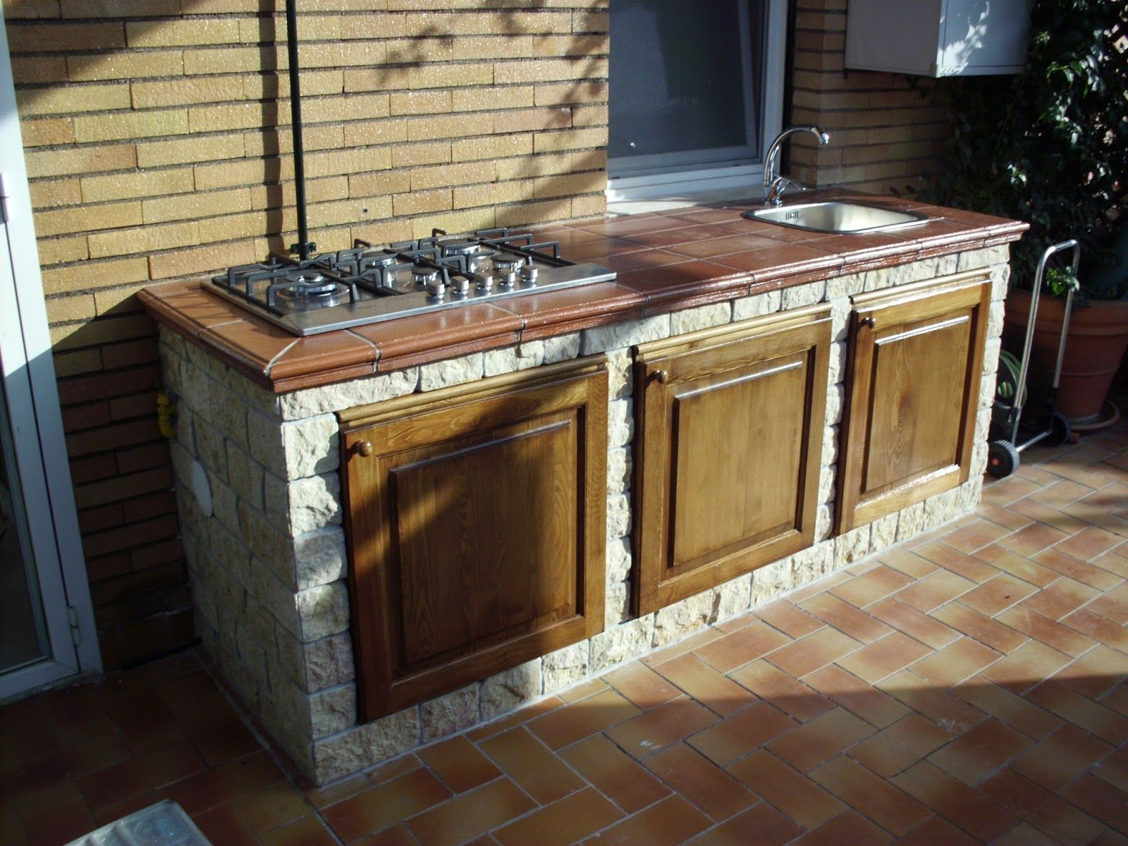Cucine Esterne Da Giardino In Muratura : Creazione di una cucina ...