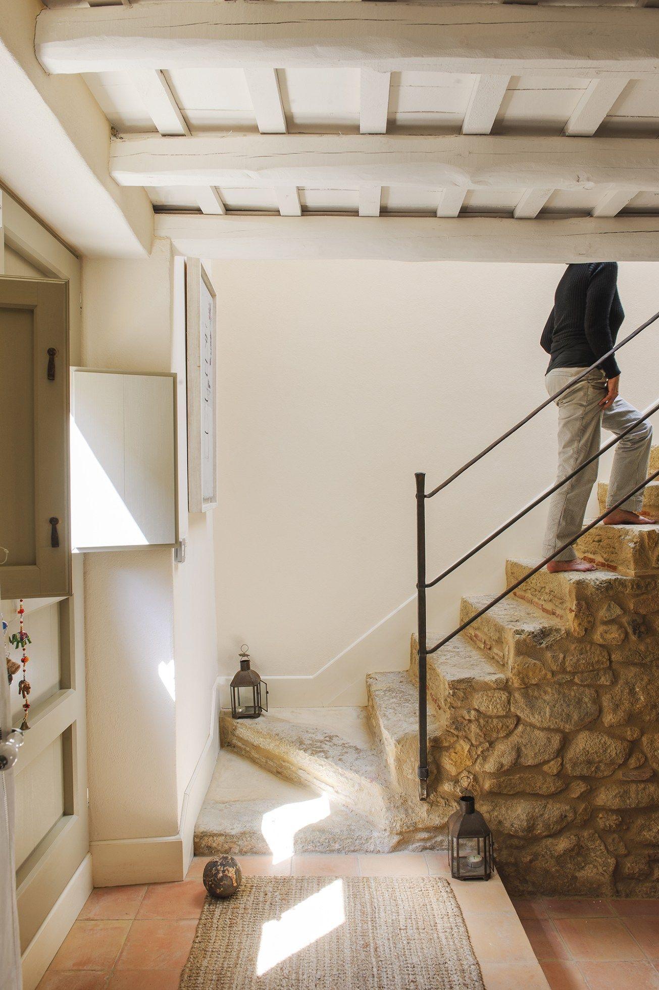 Une Lumineuse Maison En Pierres Renovee Maison En Pierre Maison Maison En Provence