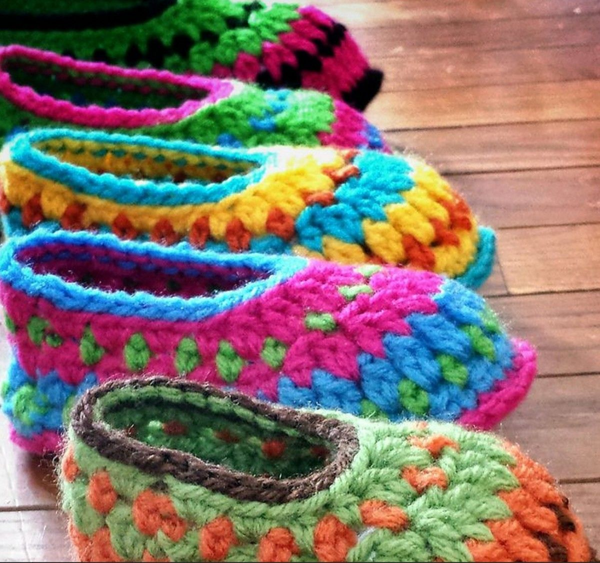 Crochet Galilee Booties How To Make Them Video | Videos, Muster und ...