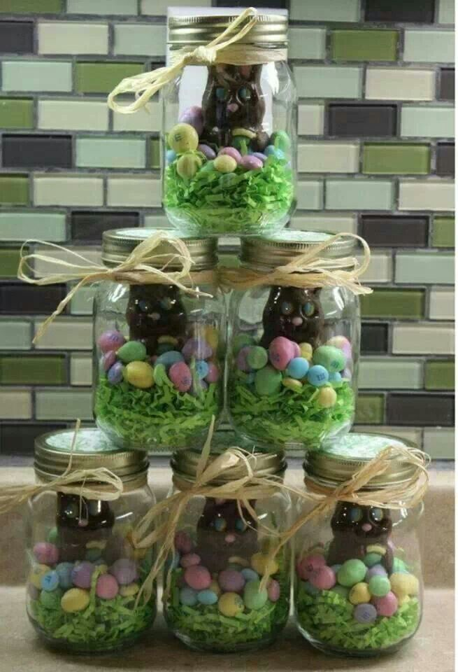 Inspiraes para deixar a sua pscoa muito mais charmosa e these will be my easter gifts mason jar easter chocolate gift filled with eggs chicks a chocolate bunny can put colored krispie treats in bottom or use negle Images