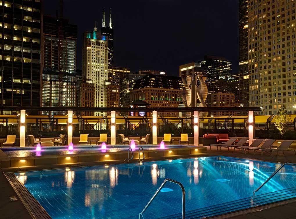 AMLI River North pool at night | Chicago apartment, River ...