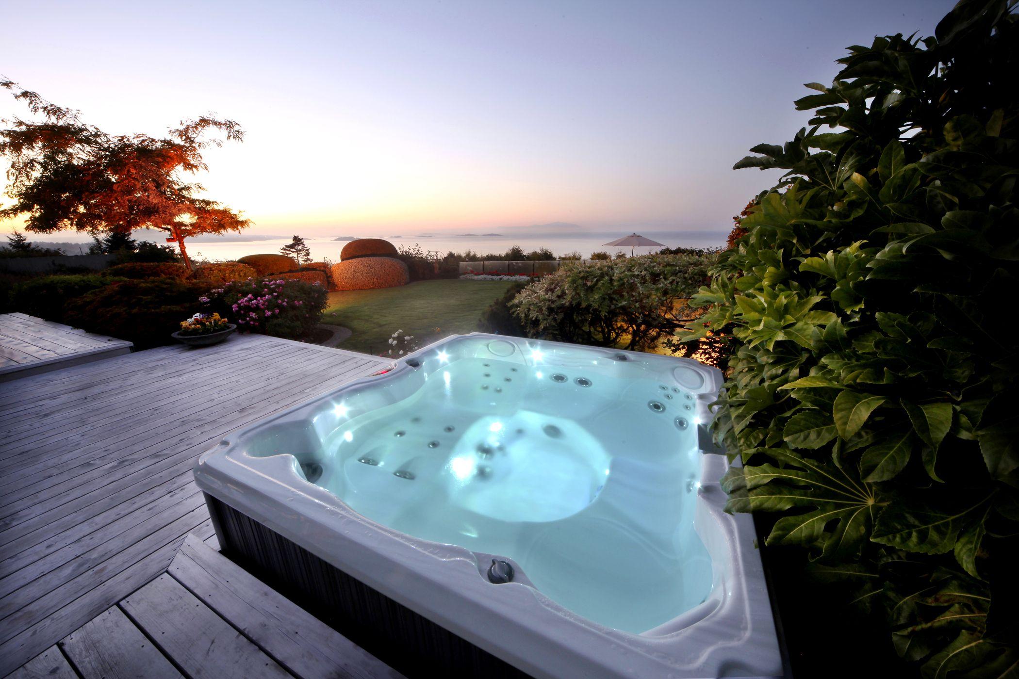 jacuzzi exterior spa hidromasaje de au 002 au Admirez le coucher du soleil en profitant du0027un massage relaxant. Jacuzzi®,  60 ans du0027expérience dans lu0027hydromassage. #jacuzzi #terrasse