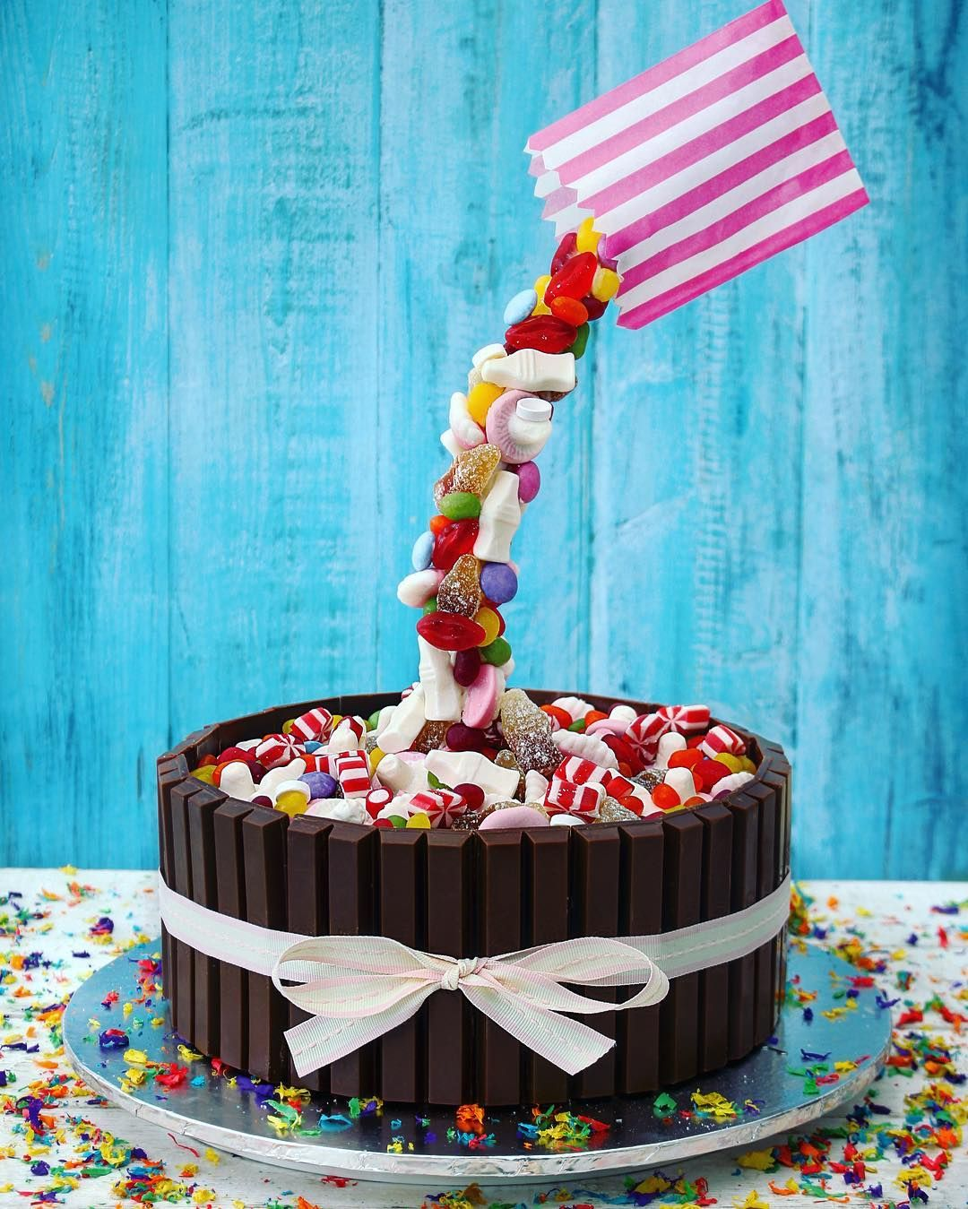 Gravity Cakes Is One Trend Thats Growing In North America Its Already Hugely Popular Europe What Are Glad You Asked These