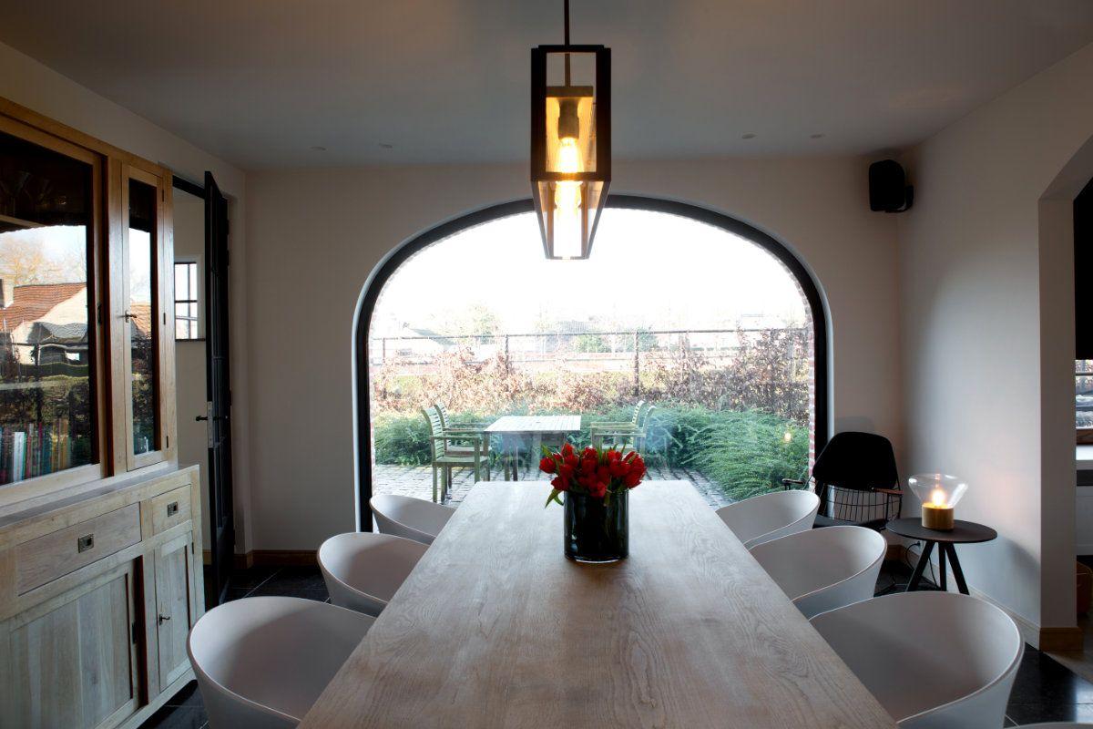 Landelijke woning met wit interieur en houtaccenten | Huisdecoratie ...