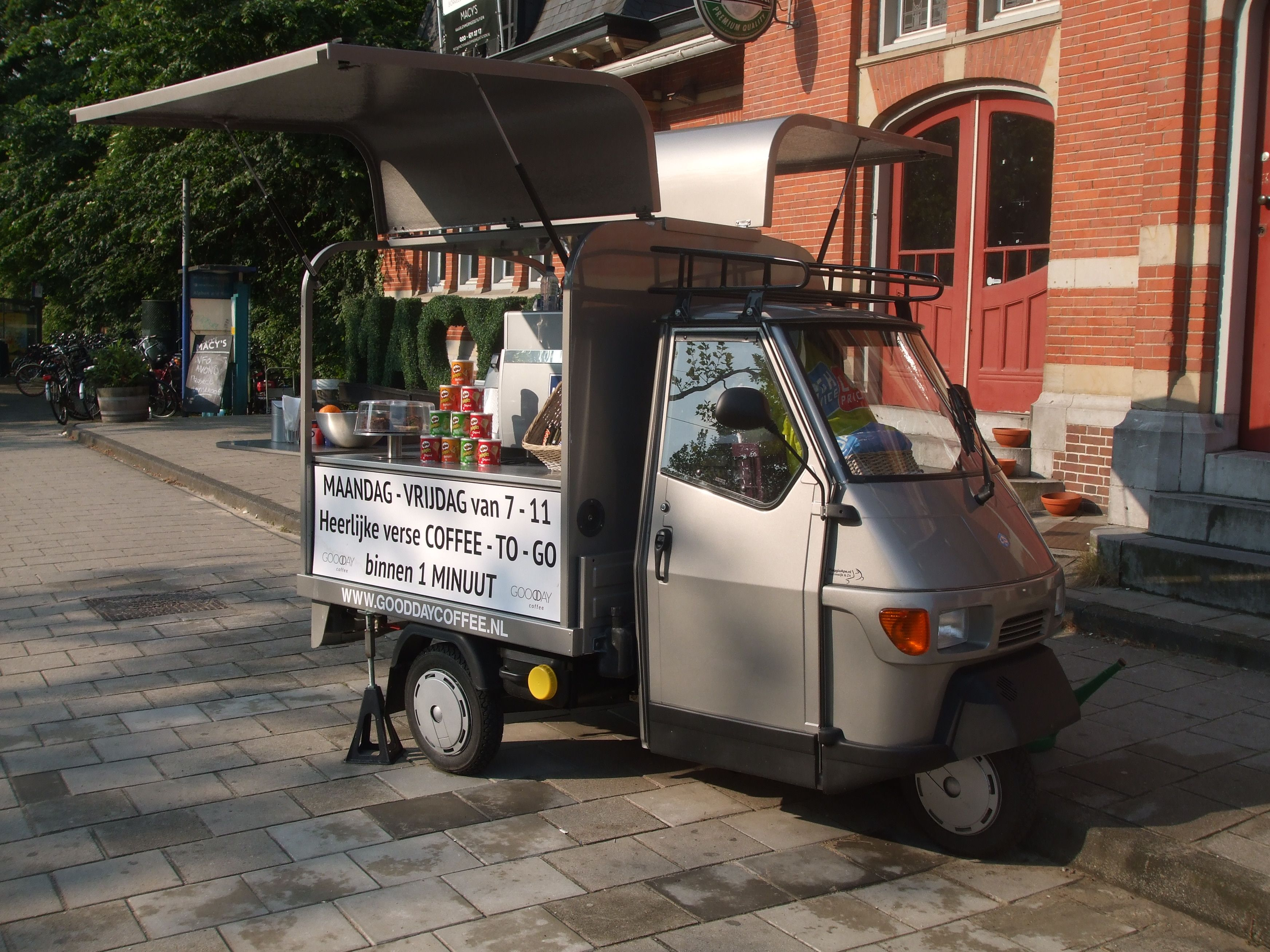 tuktuk silver black for coffee to go tuktuk mini cars. Black Bedroom Furniture Sets. Home Design Ideas