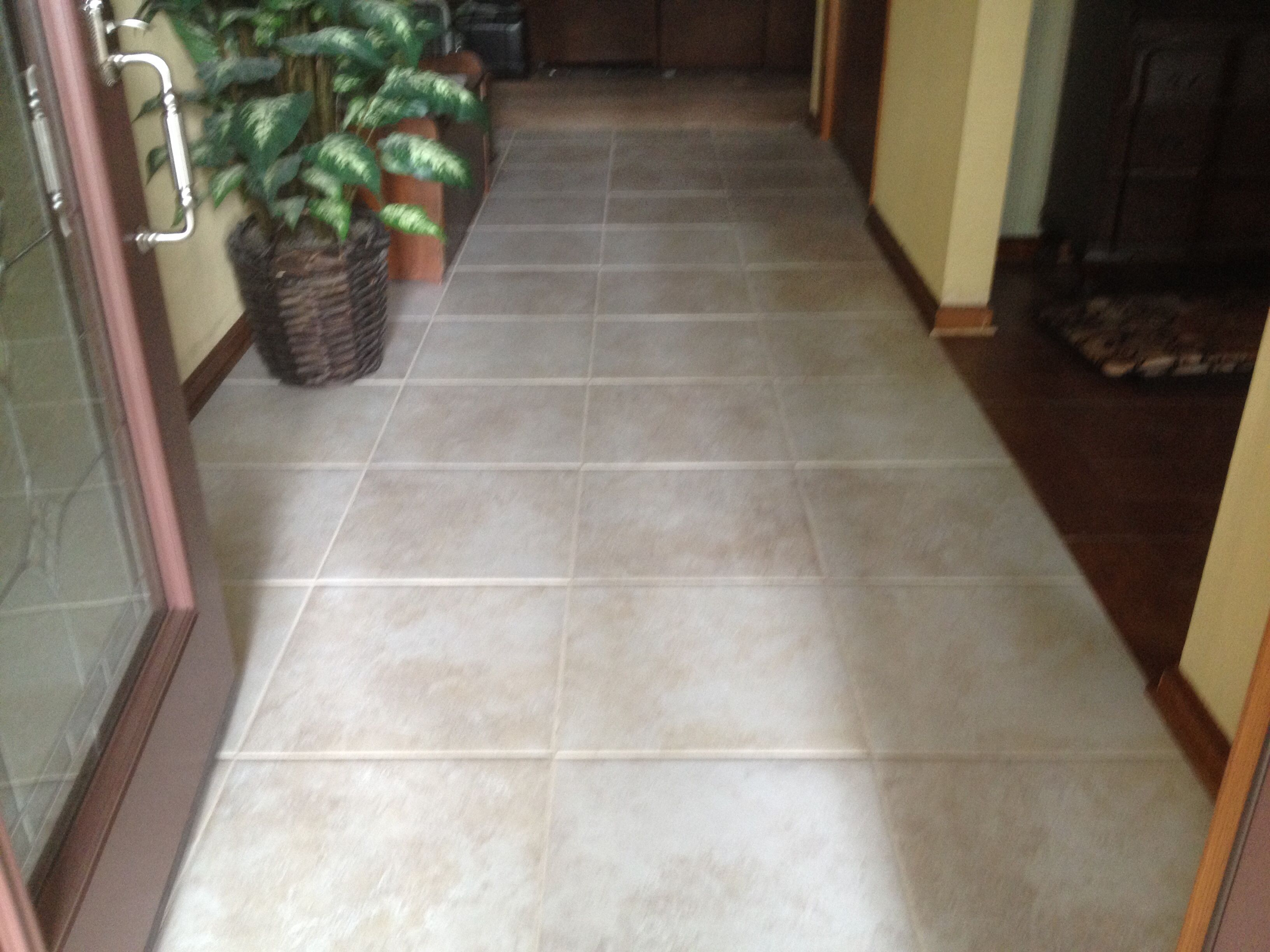 Foyer 18 X 18 Roca Astral In Luna Tile Using Laticrete