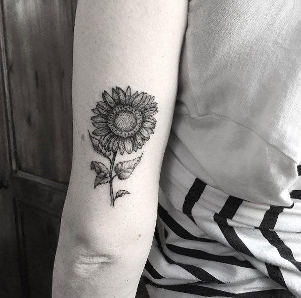 Blackwork Back Arm Sunflower Tattoo Jpg 595 589 Pixels Sunflower Tattoos Sunflower Tattoo Tattoos