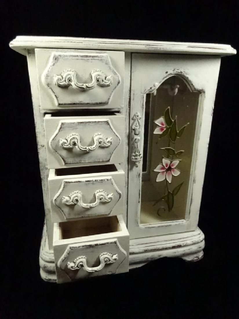 Lot: JEWELRY BOX, SHABBY CHIC DISTRESSED WHITE FINISH, 4, Lot Number: 0182A, Starting Bid: $8, Auctioneer: Wilton Gallery, Auction: HUGE MULTI ESTATE AUCTION, Date: December 27th, 2016 PST