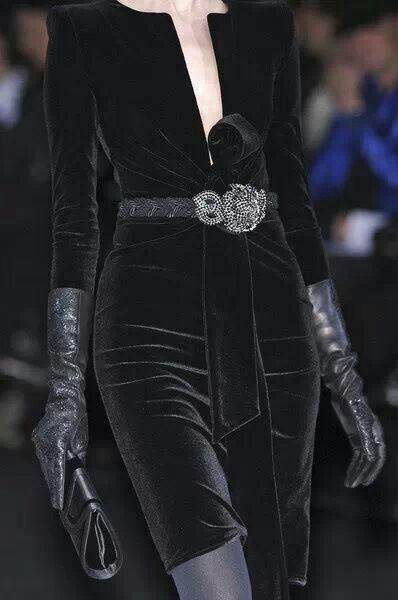 9e3a754332c20 Robe de velours noir Giorgio Armani ♥   Dress A Girl Up Or Down ...