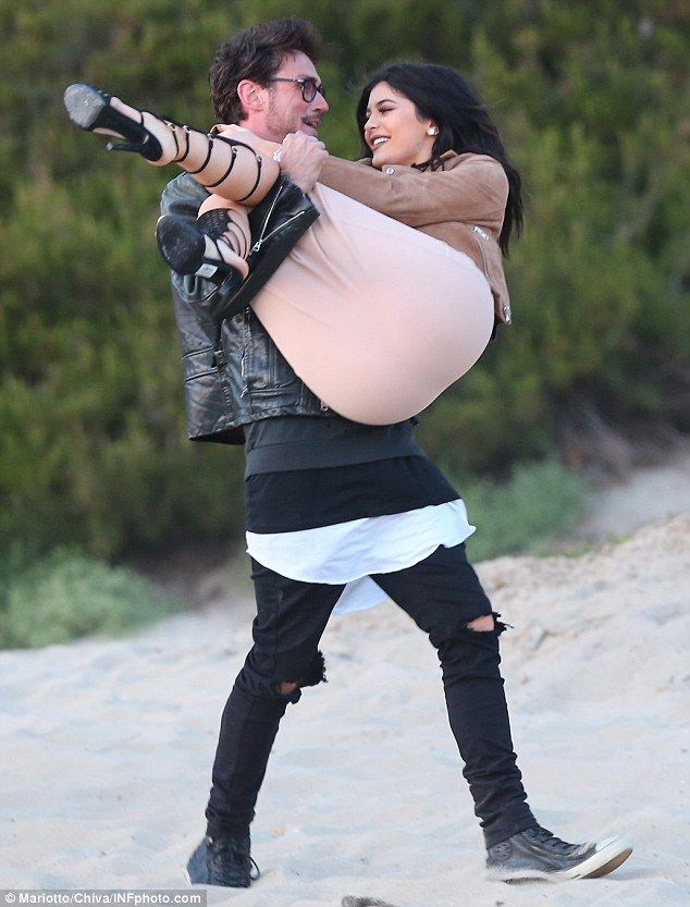 Kylie Jenner struggles to walk in her strappy heel