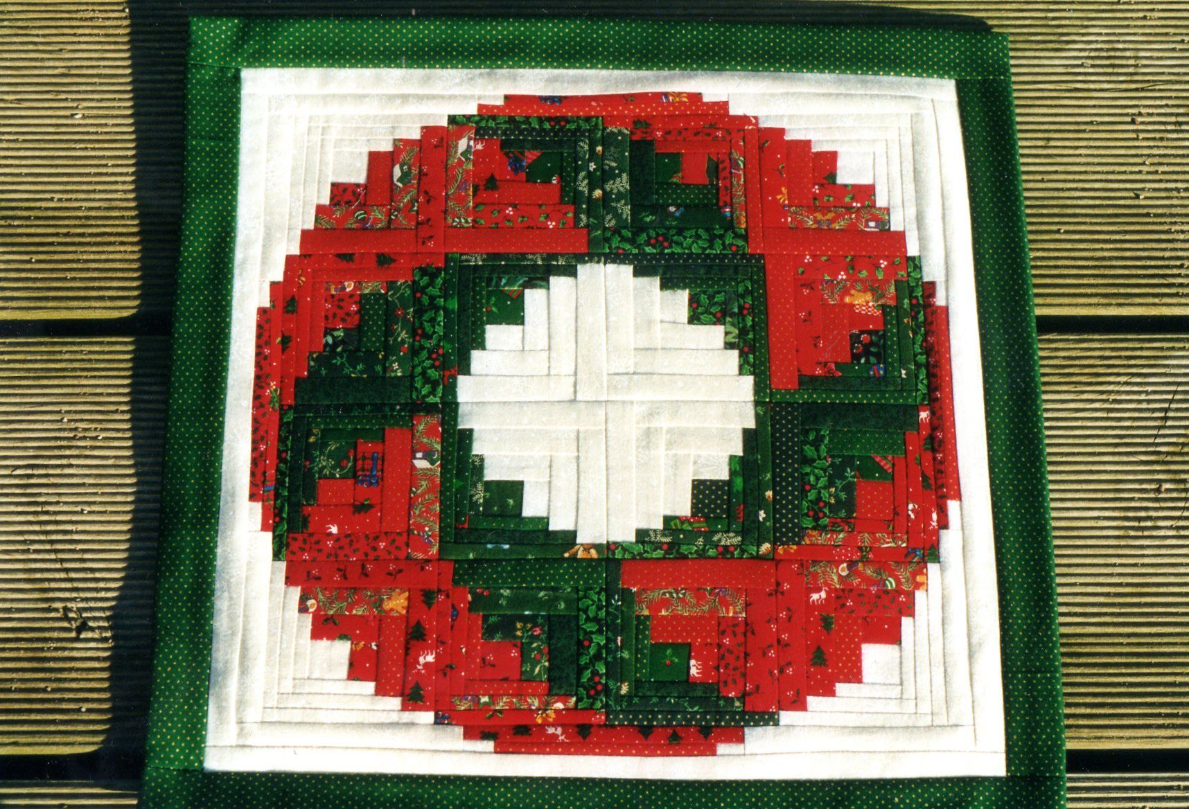 Christmas Log Cabin Wreath Quilt
