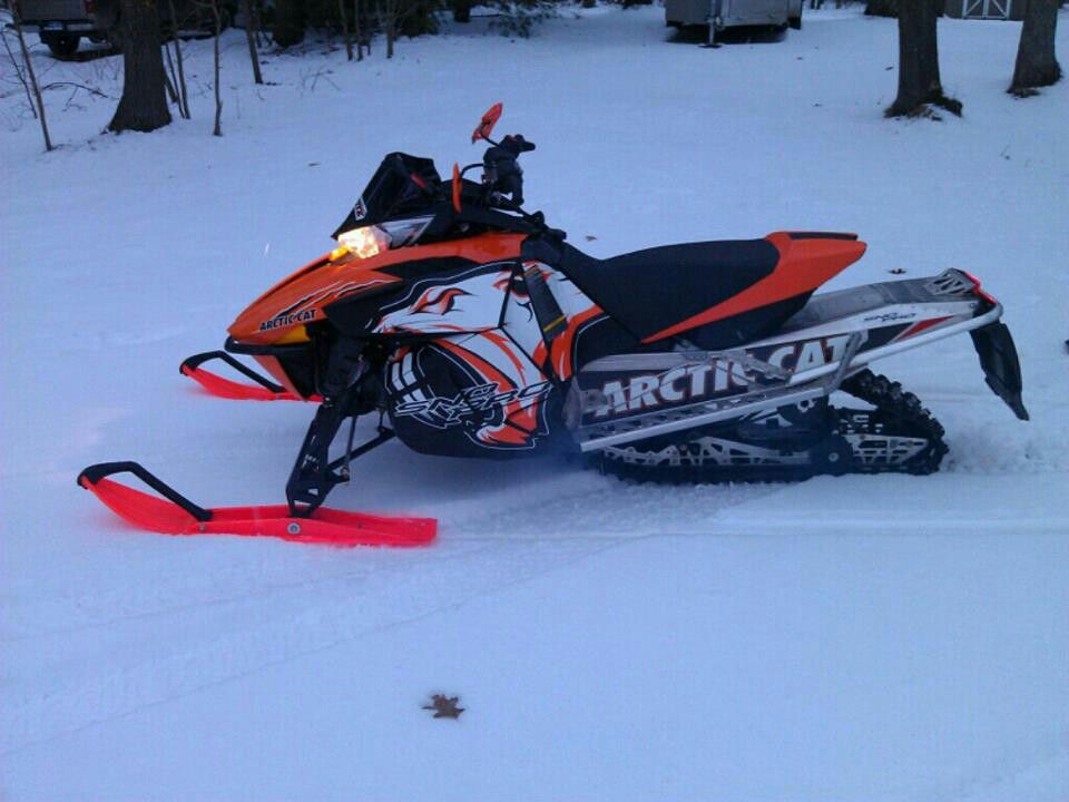 My dad has this but the skis are black Snowmobile, Snow