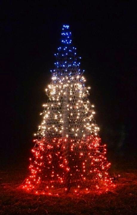Confessions of a Holiday Junkie!: Christmas in July Day 3: Patriotic Christmas Trees on a Budget #holidaysinjuly