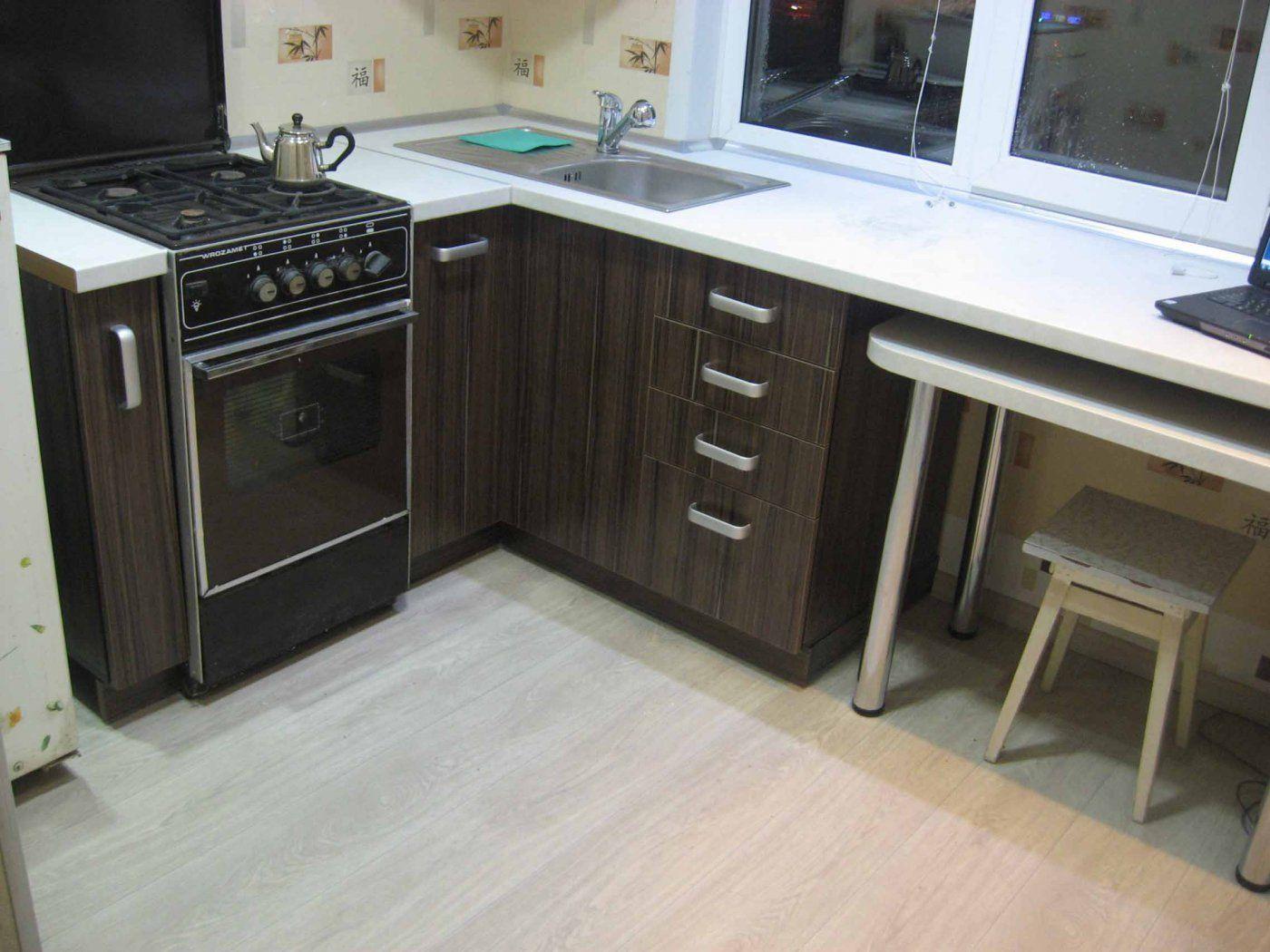 дизайн угловой кухни с окном 6 кв.м фото