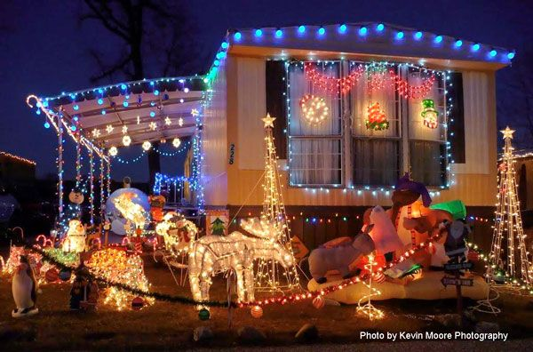 Houses Decorated with Christmas Lights | Mobile Home Porch Designs ...