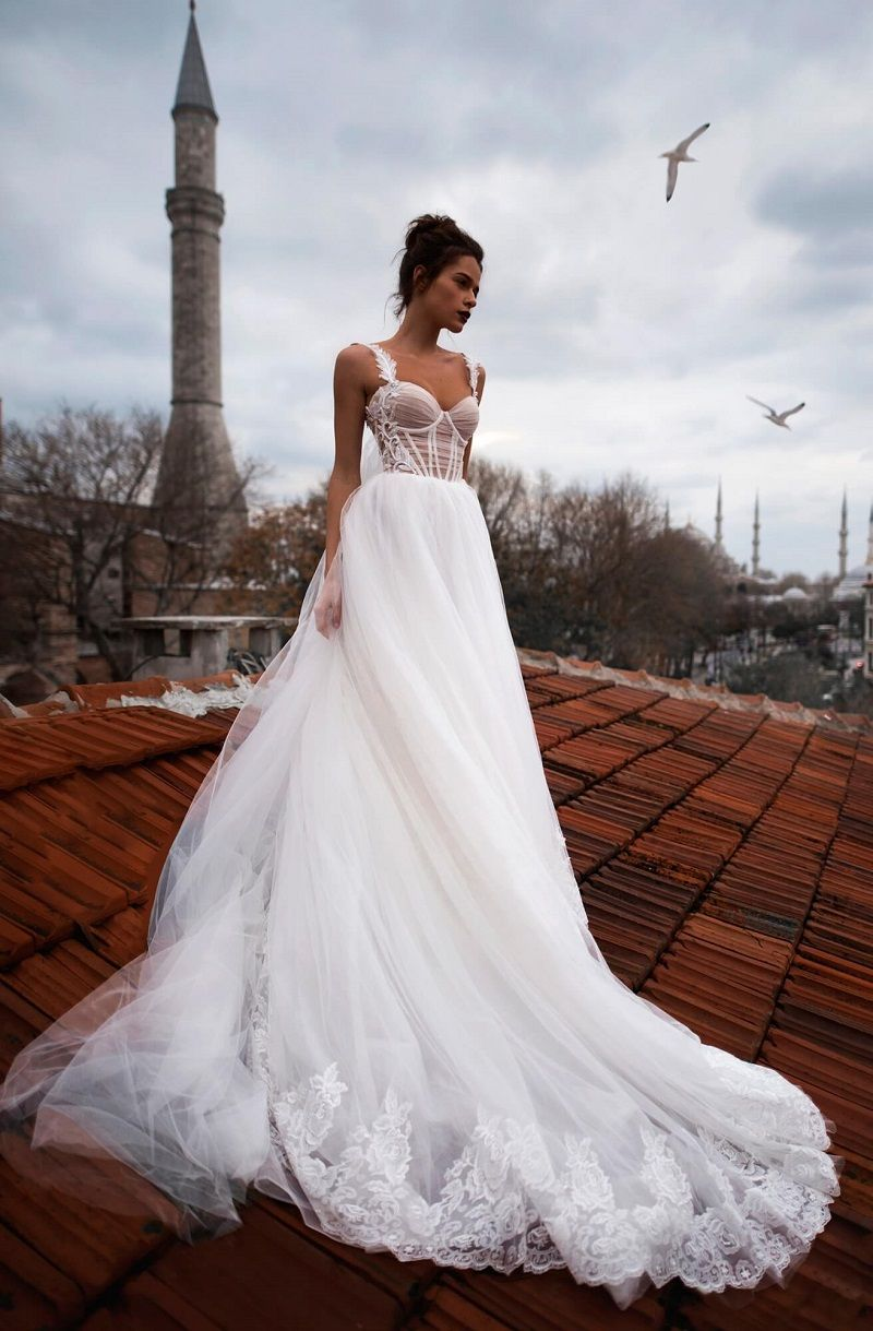 Sleeveless sweetheart neckline tulle skirt a line wedding dress #weddingdress #weddinggown #bridedress #bridalgown