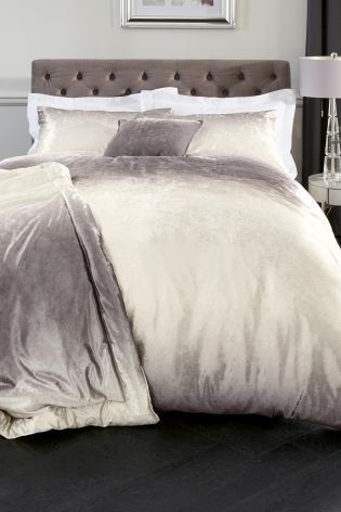 Ombre AND Velvet, Does It Get More Glamorous? Hereu0027s One Bedding Set You  NEED In Your Boudoir!