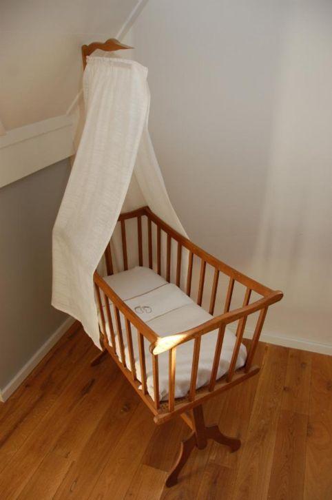 Marktplaats Complete Babykamer.Marktplaats Nl Mooi Authentiek Handgemaakt Wiegje Van Hout