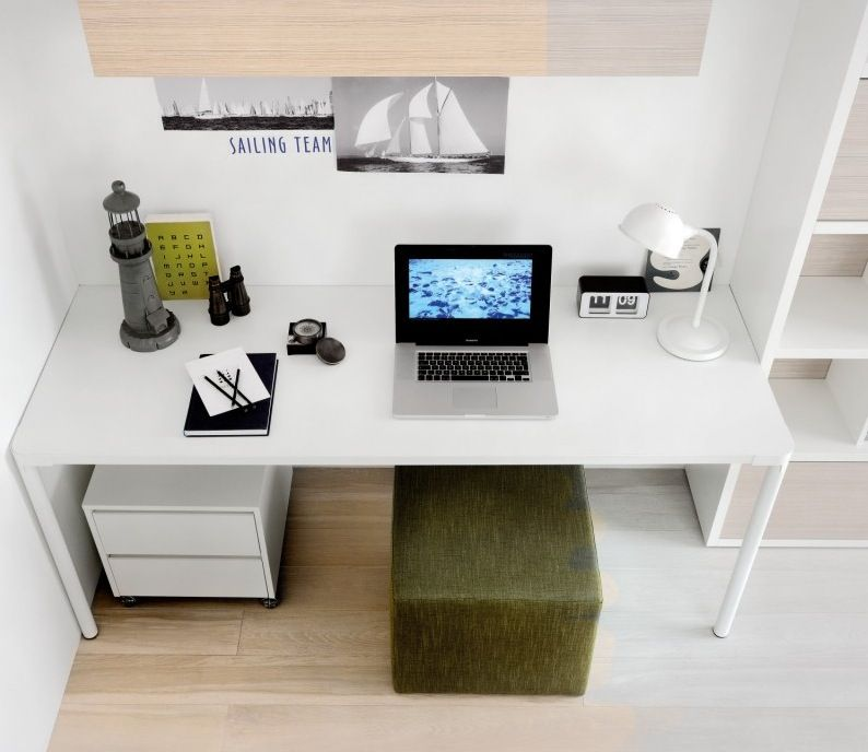 Cool Simple Study Room Decor: Green White Study : Various Kids' Desks For Your Kids